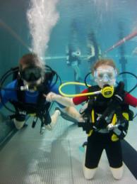 nurkowanie dzieci na basenie