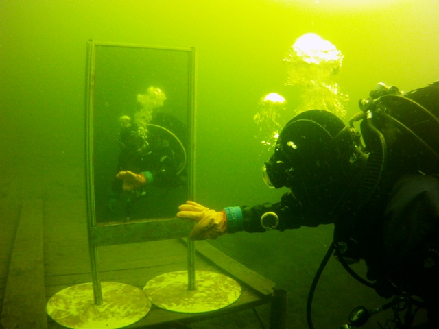 podwodne odbicie w lustrze