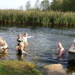 dzieciaki w rzece