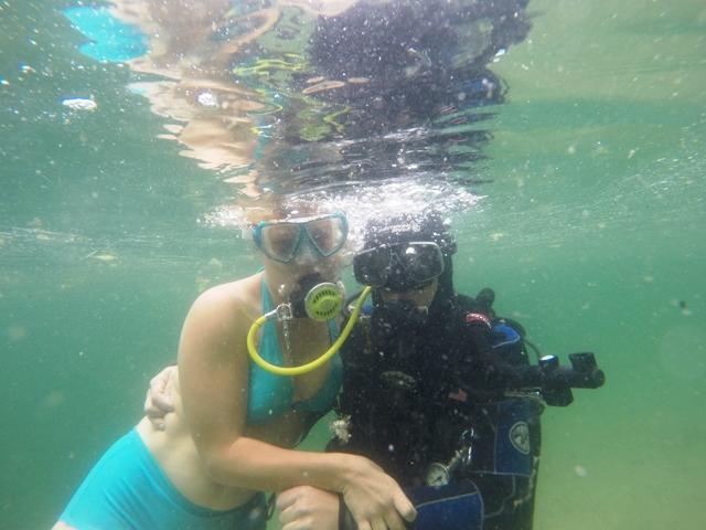 żona z mężem pod wodą