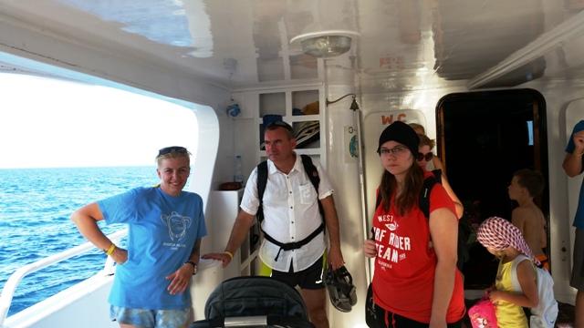 gotowi do opuszczenia łodzi nurkowej